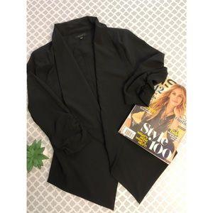 Woman Thin Lightweight Blazer 3/4 sleeve.